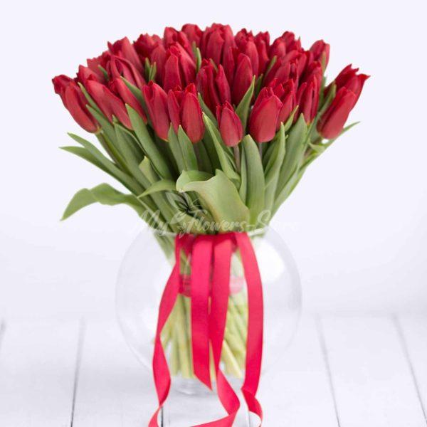 Букет 51 красного тюльпана
