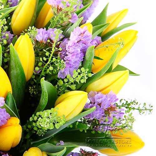 Букет из желтых тюльпанов и сиреневой ярутки Таисия