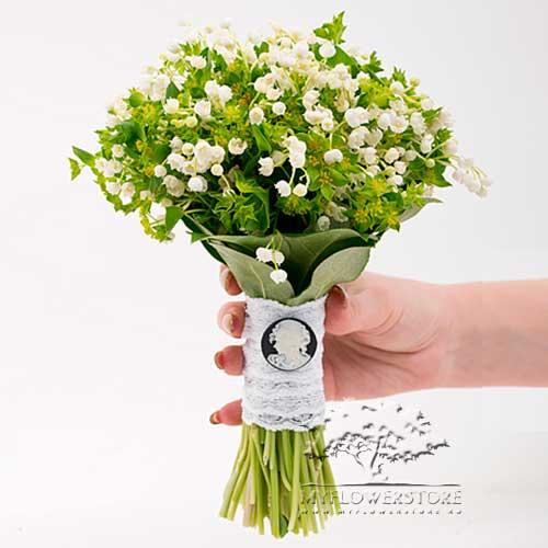 Свадебный букет невесты Лебединая верность из ландышей