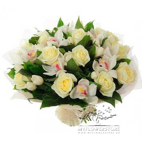 Букет из белых роз и нежных орхидей Феодосия