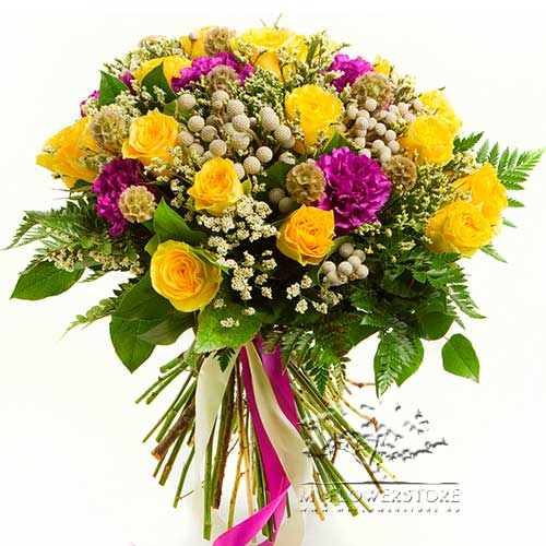Букет из желтых роз, гвоздик и лимониума Тулуза