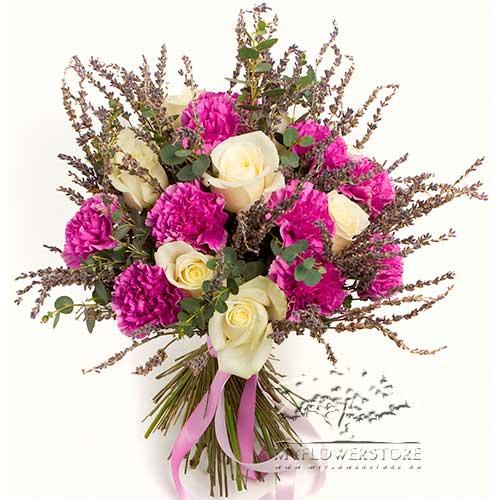 Букет из гвоздик, роз и лаванды Фанес
