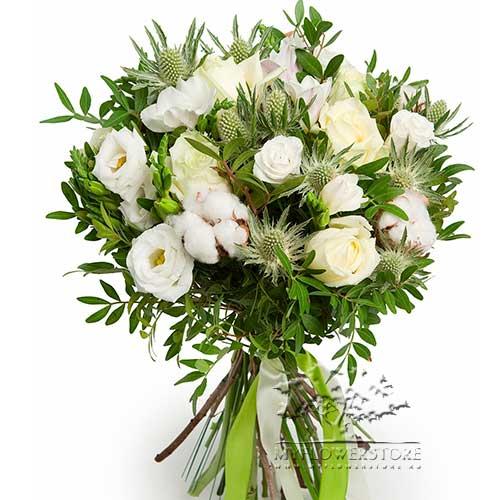 Букет из роз, эустомы и фрезии Росток