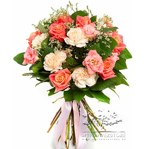 Букет из розовых роз и гвоздик Сольдеу