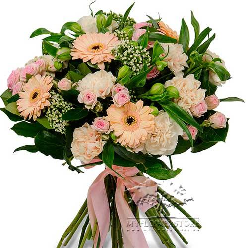 Букет из герминий, кустовых роз и гвоздик Генуя