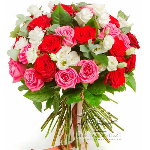 Букет из роз, эустомы и эвкалипта Грац