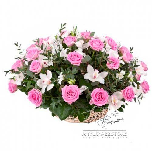 Цветочная композиция из розовых роз и орхидей Окленд