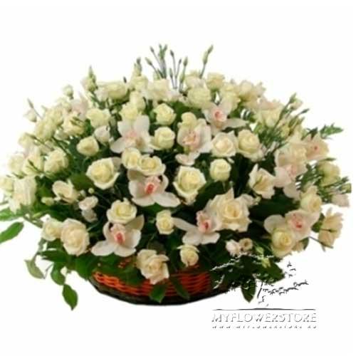 Цветочная композиция из белых роз и лизиантуса ШеньЖень