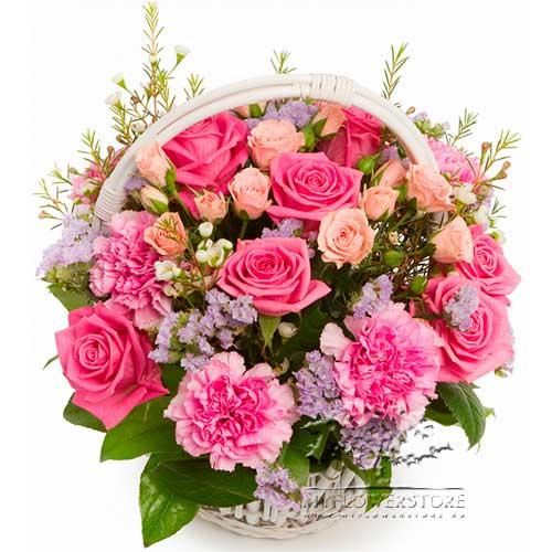 Цветочная композиция из роз, гвоздик и салала Колимбия
