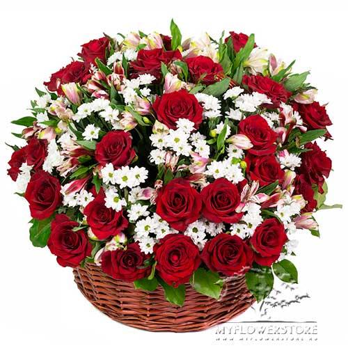 Цветочная композиция из роз, хризантем и альстромерий Гоа