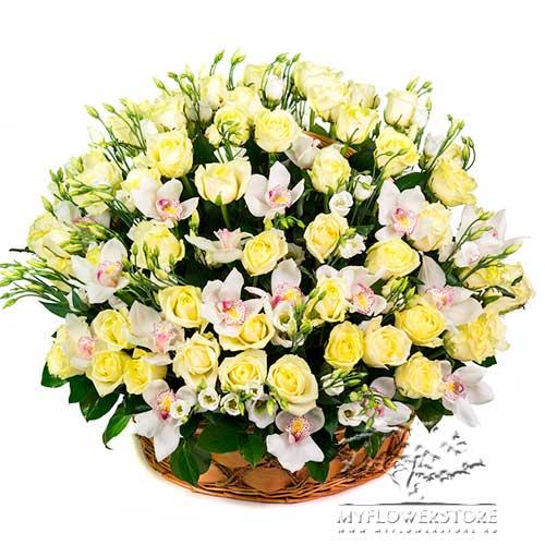Цветочная композиция из роз и орхидей Акапулько