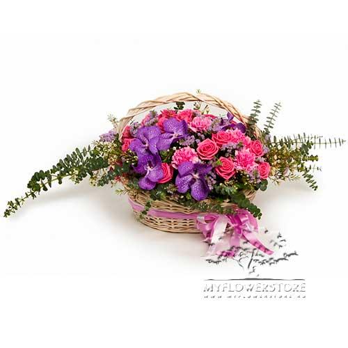 Цветочная композиция из ванды, роз и гвоздик Кос