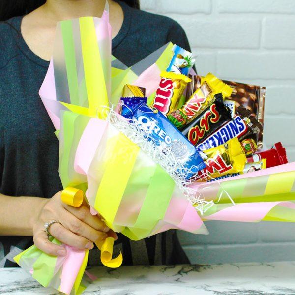 Букет сладости из конфетов и шоколадах