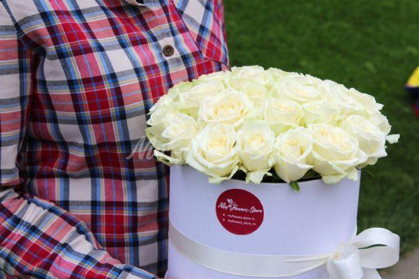 29 роз недорого в коробке