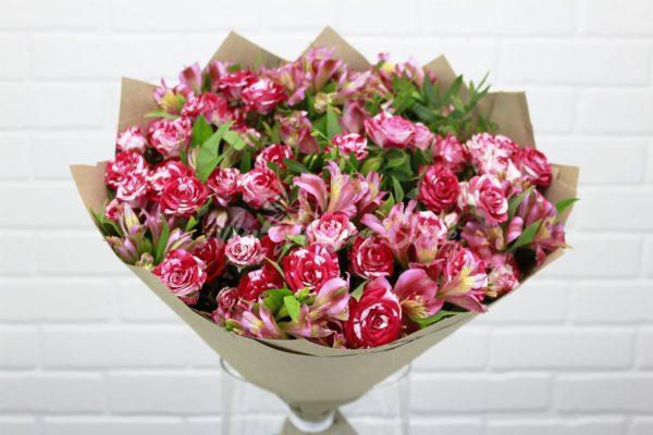 Авторский букет из кустовых роз