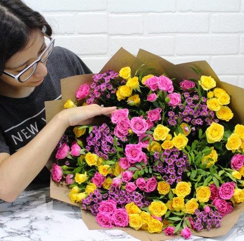 авторский букет из кустовых роз в москве недорого