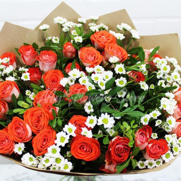 Букет из кустовых роз из сантини