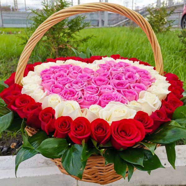 101 роза в корзине в виде сердца 2