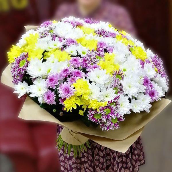 Букет из 51 кустовых хризантемы