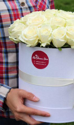 Цветы в коробке из 29 роз в коробке