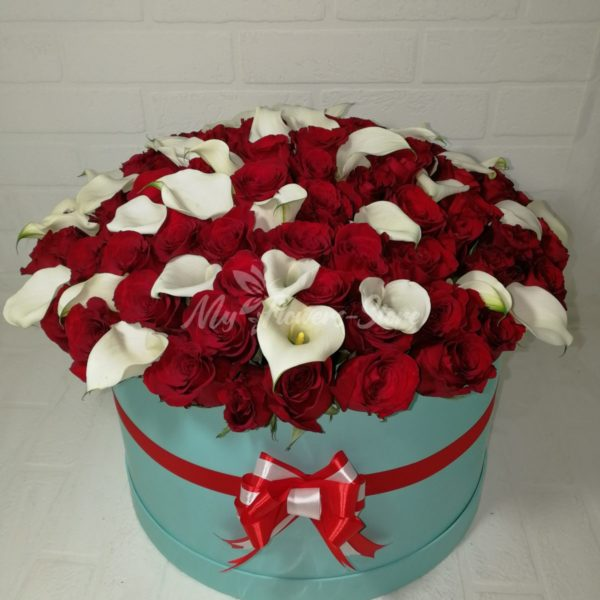 Каллы и розы в Коробке