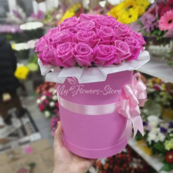 Букет из 25 розовых роз в розовом коробке