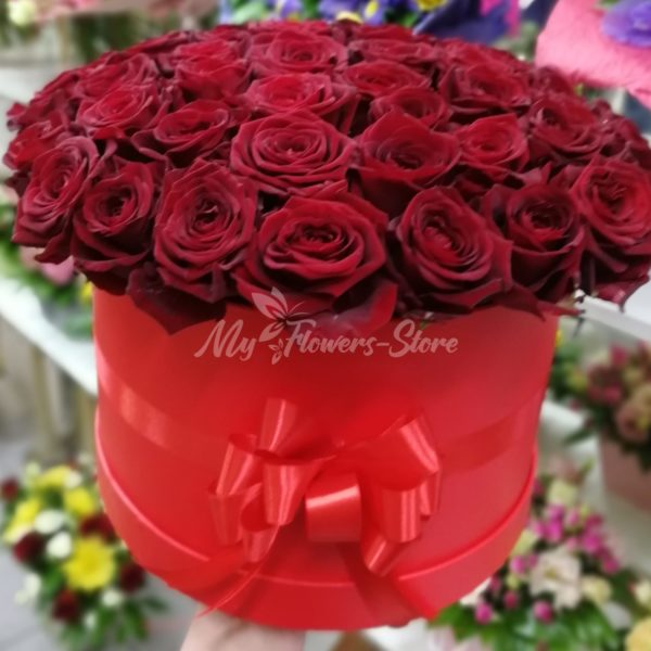 Букет из 51 красных роз в красном коробке