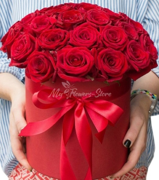 25 красных роз в красном коробке
