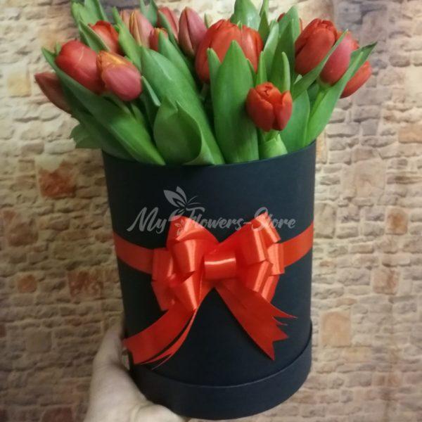 51 красных тюльпанов в черном коробке