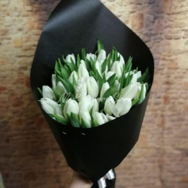 Букет из 51 белых тюльпанов