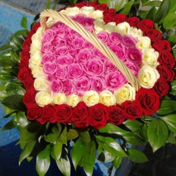 101 роза в корзине в виде сердца 5