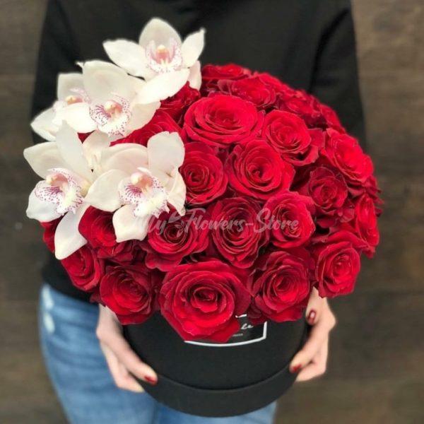 25 роз в коробке с орхидеями