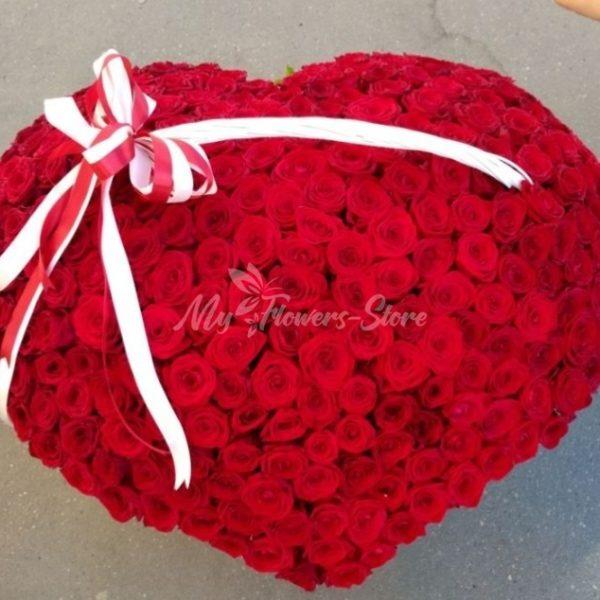 301 роза в корзине в виде сердце