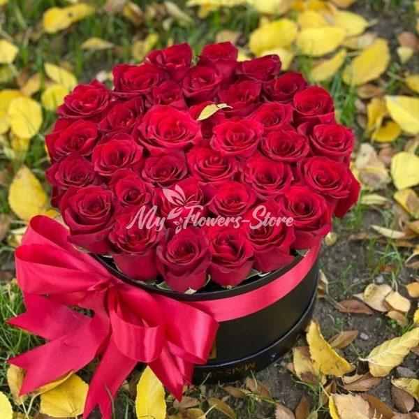 35 местная роза в коробке