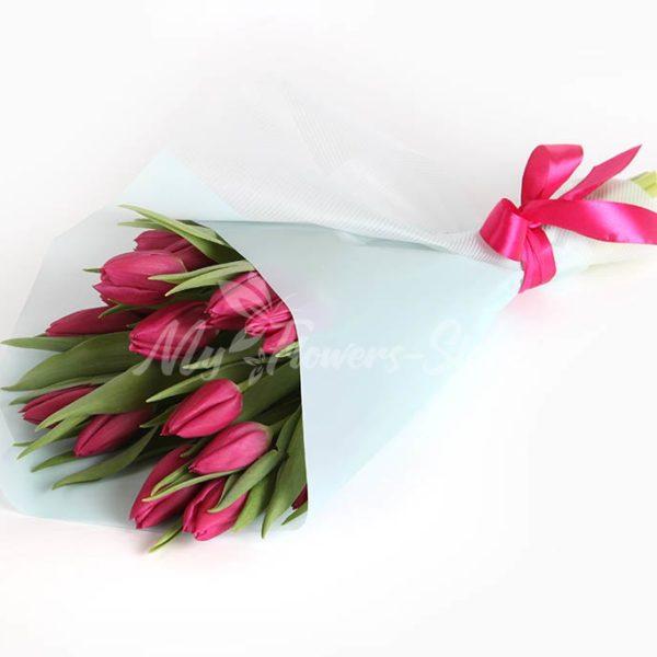 Букет из 15 красных тюльпанов 2