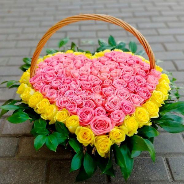 101 роза в корзине в виде сердца 3